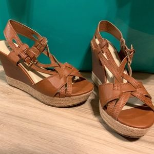 Like New Women's Cato Tan Wedges Size 9